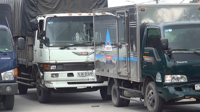 Tông liên hoàn 4 xe, đường Trần Văn Giàu kẹt cứng