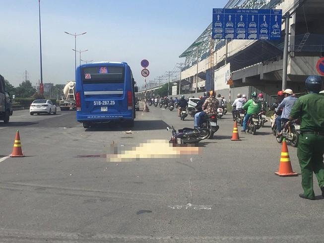Xe buýt cán tử vong 1 phụ nữ ở xa lộ Hà Nội