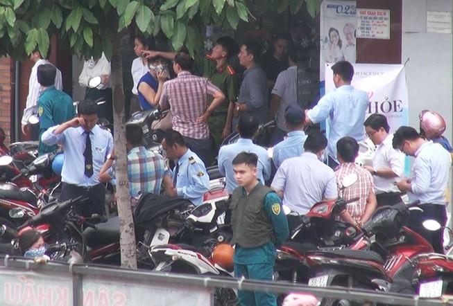 2 tên cướp ngân hàng ở Bình Thạnh lấy đi nhiều tiền mặt