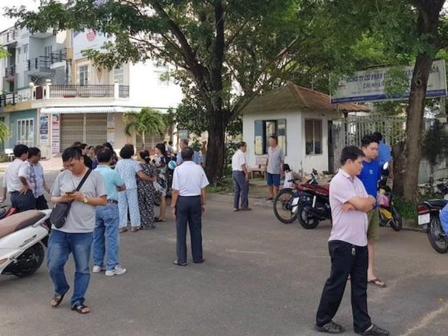 Dân bức xúc vì mua nhà 10 năm không có giấy đỏ