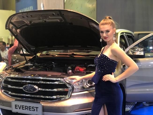 Người Việt chi tới 260 triệu USD mua ô tô ngoại đón Tết