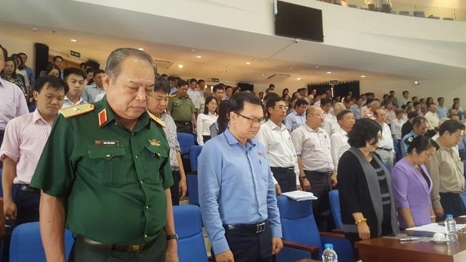Cử tri TP.HCM dành 1 phút mặc niệm cố Chủ tịch nước