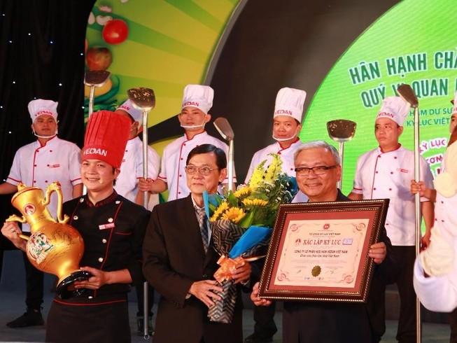 TP.HCM: Xác lập kỷ lục chảo cơm chiên lớn nhất Việt Nam