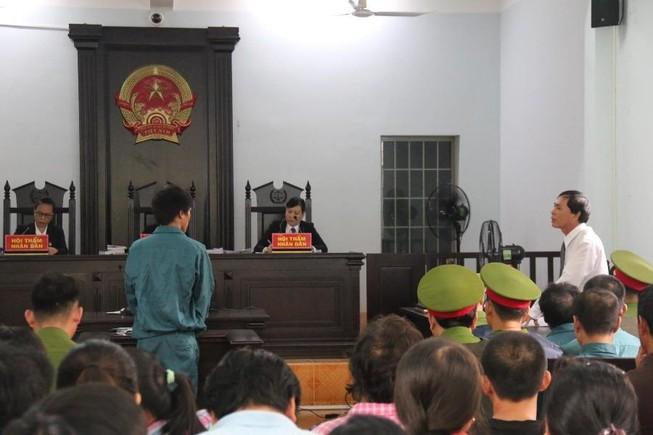 Phạt tù 7 bị cáo gây rối trước trụ sở UBND tỉnh Bình Thuận