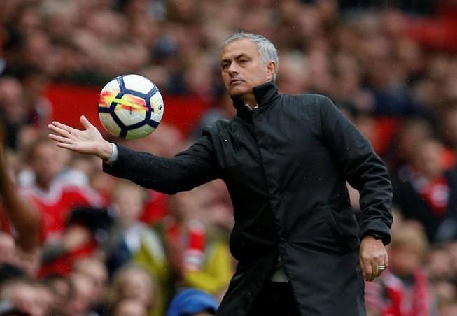 MU đưa ra đề nghị bất thường cho Mourinho