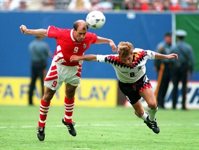 Ký ức World Cup:Cái đầu hói của Letchkov và sự trả giá của Đức
