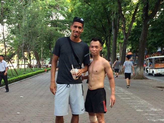 Mất World Cup, sao MU sang Việt Nam đá cầu