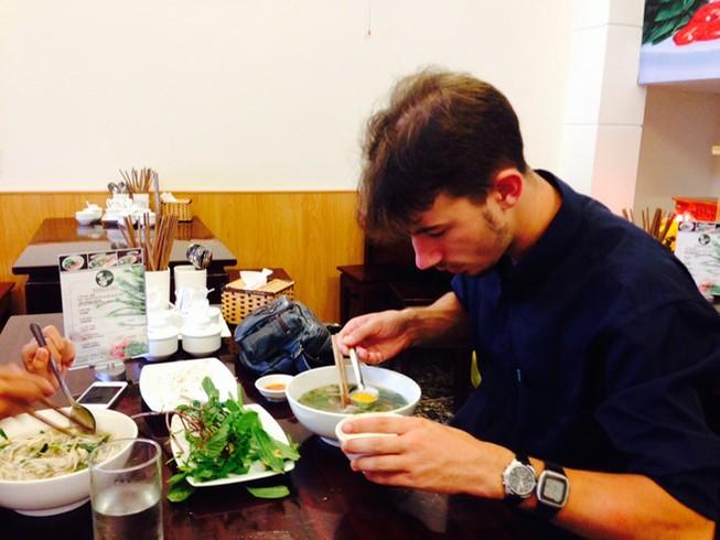 Nhiều người nước ngoài thích ăn phở Việt Nam- Ảnh minh họa