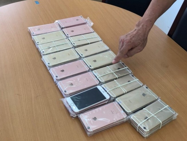 Phát hiện lô 600 điện thoại và 26 iPad không nguồn gốc