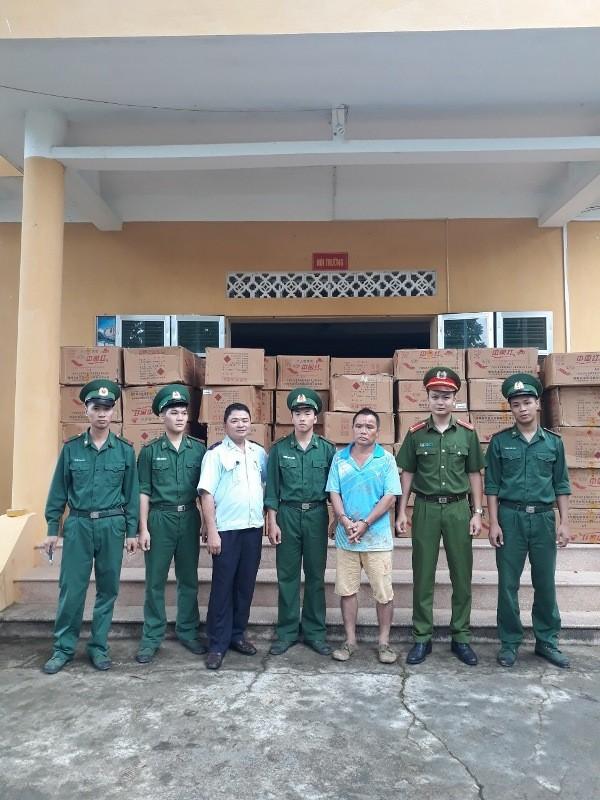 Chưa đến Tết, pháo Trung Quốc tìm đường về Việt Nam