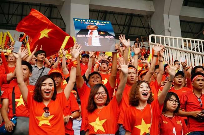Thuê chuyến bay giá 10 triệu sang Malaysia cổ vũ tuyển VN