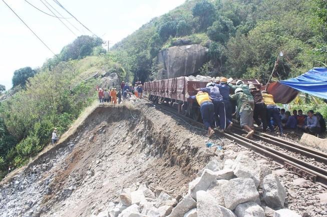 Đường sắt qua đèo Cả đã thông tuyến