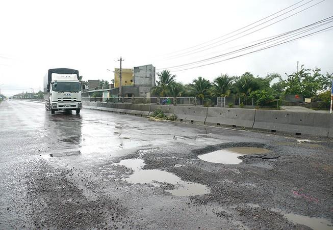 Quốc lộ 1 qua Bình Định càng sửa càng hỏng nặng