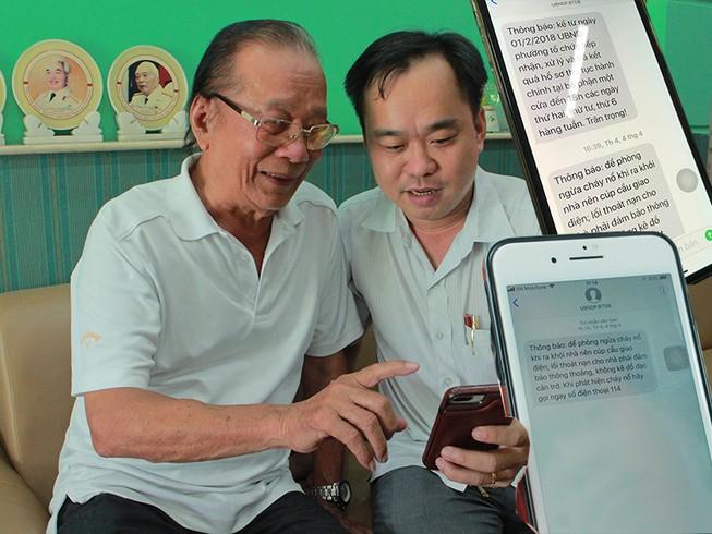 Dân thích thú khi nhận tin nhắn từ chính quyền