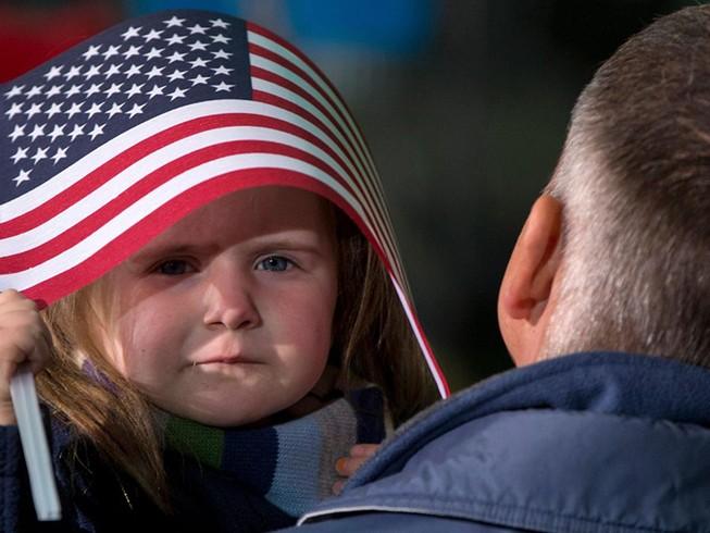 Hết thời đến Mỹ sinh con
