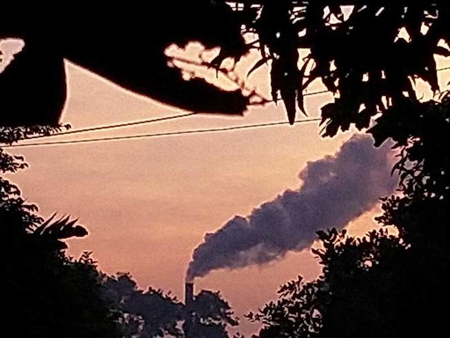 Bình Chánh: Dân than ngạt thở vì khói
