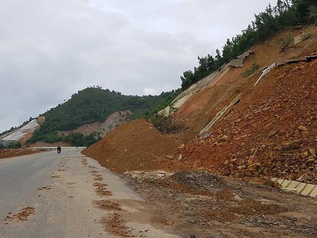 Cao tốc La Sơn - Túy Loan chưa xong đã lở