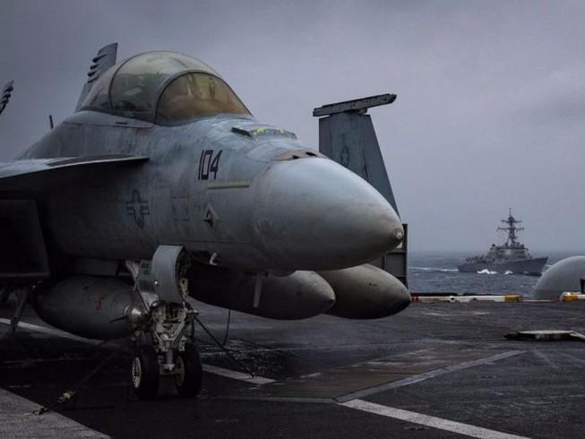 USS Carl Vinson tập chống tàu ngầm trên biển Đông