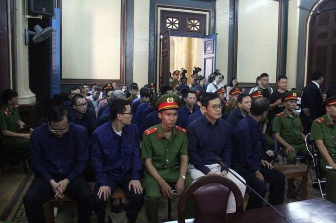 Ông Trần Bắc Hà lại đi chữa bệnh ở nước ngoài khi toà xử
