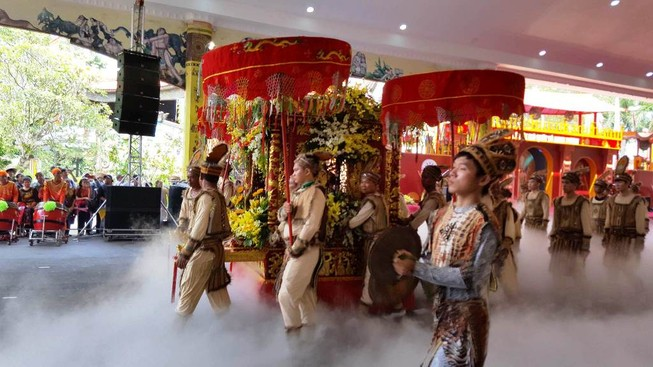 54 dân tộc anh em dâng lễ vật ngày Quốc giỗ