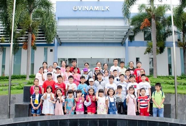 """""""Cùng con khám phá siêu Nhà máy sữa Vinamilk"""""""