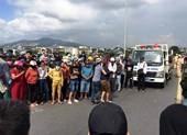 Ngã ra đường sau va chạm, nữ sinh bị xe tải cán tử vong