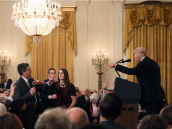 Cố tranh luận với ông Trump, nhà báo CNN bị cấm vào Nhà Trắng