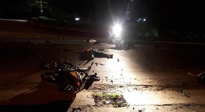 2 xe máy lao vào nhau, 3 thanh niên tử vong