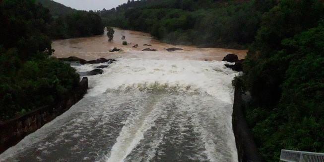 Thủy điện xả nước, cảnh báo lũ hạ du Quảng Nam