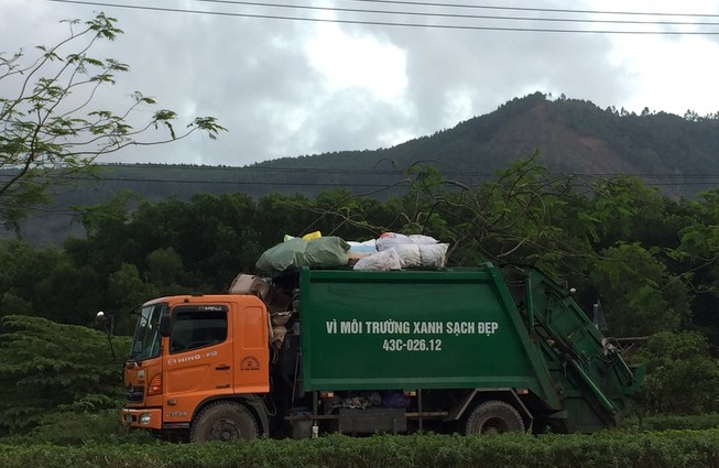 Đà Nẵng hỗ trợ tiền tết cho công nhân quét rác
