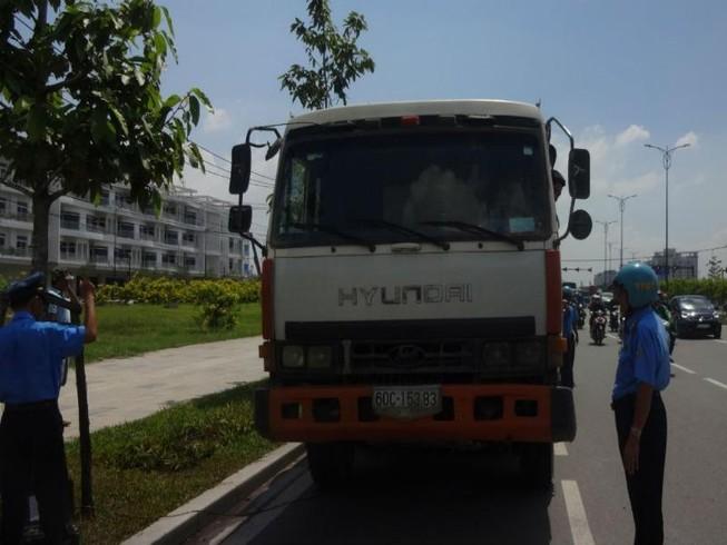 Siết chặt kiểm định xe đầu kéo, xe container, xe khách dịp Tết