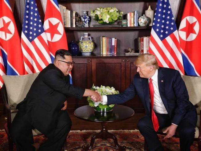 Hai ông Trump - Kim đang gặp riêng