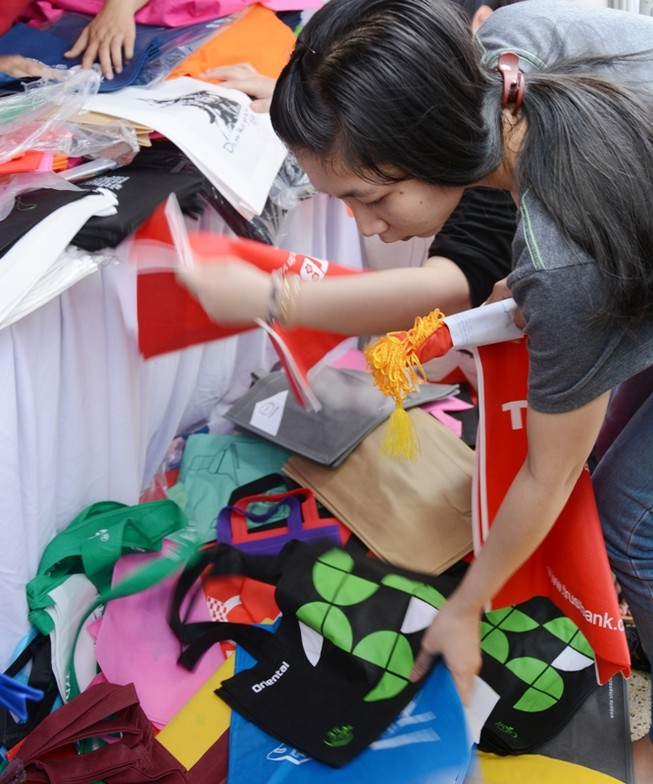 Giảm túi nylon vì cuộc sống xanh bền vững