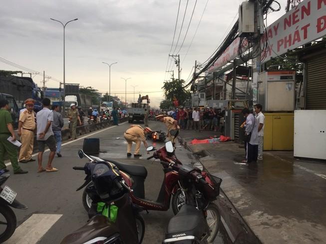 Nam thanh niên chết thảm dưới bánh xe tải ở Bình Tân
