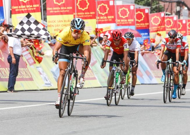Minh Việt nhất chặng Quốc Cường đoạt áo vàng chung cuộc