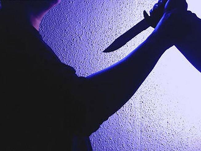 Con gái mâu thuẫn ngoài đường, cha bị sát hại tại nhà