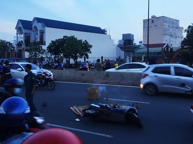 Va chạm xe máy, cô gái trẻ tử vong dưới bánh xe biển xanh