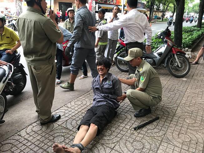 1 người nói tiếng nước ngoài dắt trộm xe máy ở quận 3