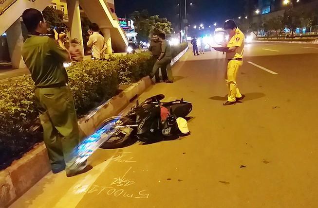 Cụ bà bị xe máy tông tử vong khi sang đường Phạm Văn Đồng