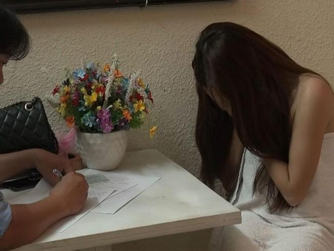 Quận 7: Nhân viên massage để khách 'tới z' với giá 1,2 triệu