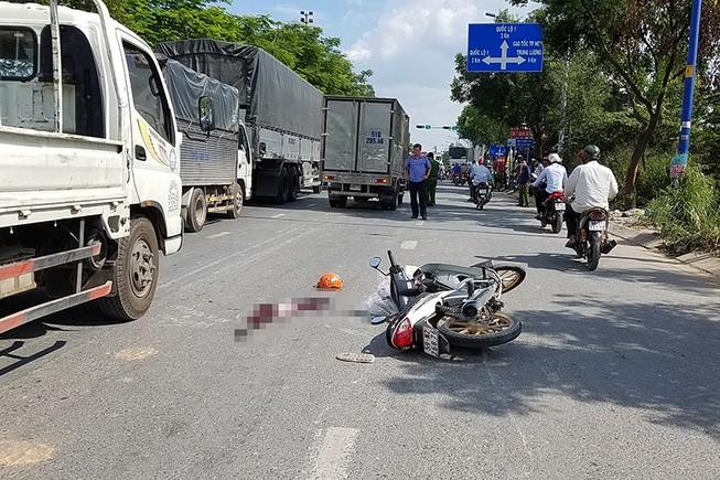 Quận Bình Tân: Cô gái ngã xuống đường, bị xe ben cán tử vong