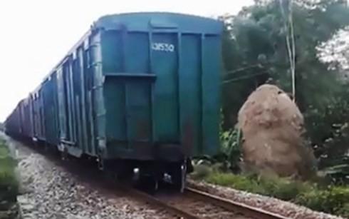 Tàu lửa đứt toa, đường sắt Bắc-Nam gián đoạn gần nửa giờ