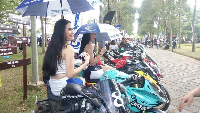 Bóng hồng làm 'nóng' đại hội mô tô lớn nhất Việt Nam