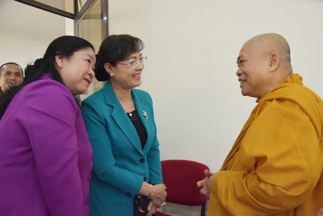 Bà Nguyễn Thị Quyết Tâm thăm báo Giác Ngộ