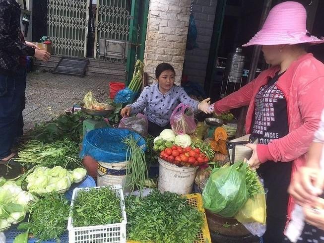 Làm gì để tránh ngộ độc thực phẩm mùa mưa lũ?