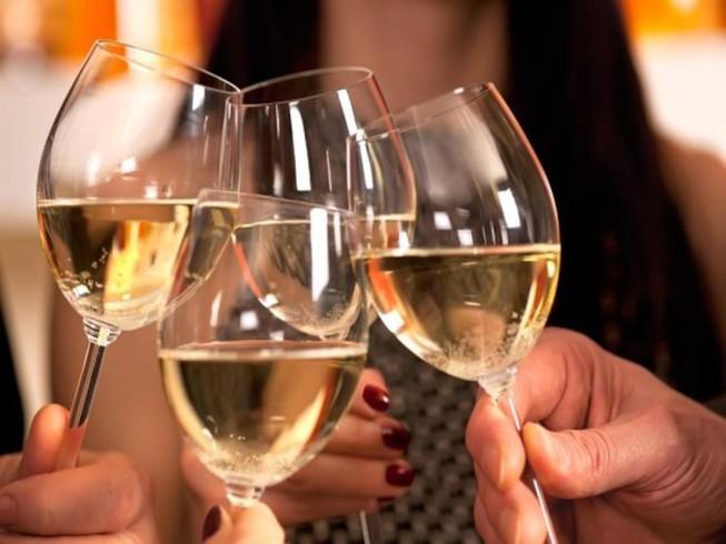 Thực phẩm chống lại sự nhức đầu, nôn nao sau khi uống rượu bia