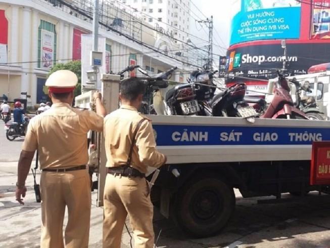 Dân muốn kiểm tra việc CSGT 'dọa' giam xe