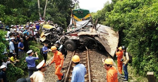 Không đóng chắn, tai nạn đường sắt, 2 người chết