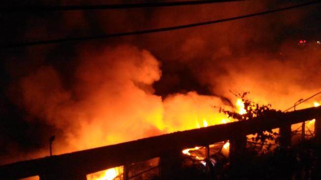 Cháy lớn trong khu công nghiệp Tân Bình