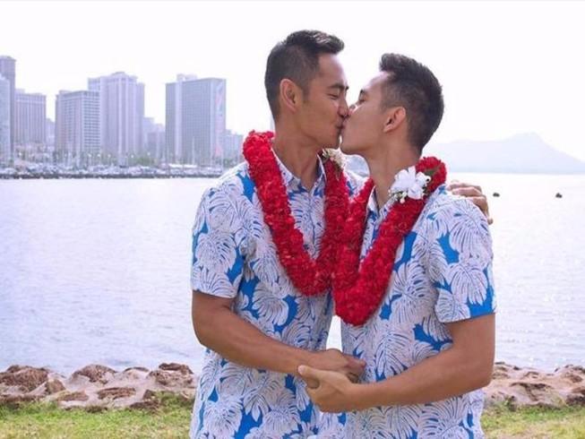 'Hot boy nổi loạn' Hồ Vĩnh Khoa cưới bạn trai đồng tính